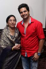 Usha Kanwarpal with Karan Mehra at Bikramjeet_s bday bash for mom on 14th Dec 2015_566fd4113947e.jpg
