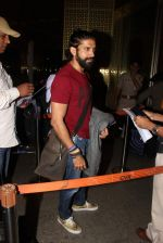 Farhan Akhtar snapped at Airport on 15th Dec 2015