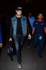 Sidharth Malhotra snapped at Airport on 15th Dec 2015