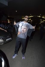 Ranveer Singh snapped at airport on 16th Dec 2015