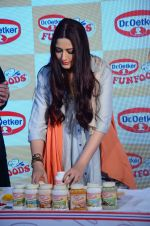Sonali Bendre at Fun Food launch on 16th Dec 2015 (3)_56726b28a9730.JPG