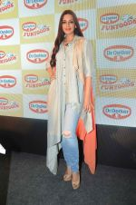 Sonali Bendre at Fun Food launch on 16th Dec 2015 (32)_56726b4258790.JPG
