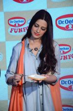Sonali Bendre at Fun Food launch on 16th Dec 2015 (4)_56726b29858cf.JPG