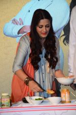 Sonali Bendre at Fun Food launch on 16th Dec 2015 (45)_56726b51520eb.JPG