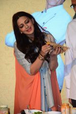 Sonali Bendre at Fun Food launch on 16th Dec 2015 (48)_56726b54222c7.JPG