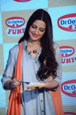 Sonali Bendre at Fun Food launch on 16th Dec 2015 (5)_56726b2a5d8a9.JPG
