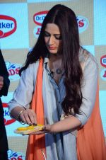 Sonali Bendre at Fun Food launch on 16th Dec 2015 (6)_56726b2b3d6bb.JPG