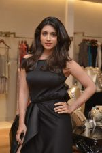 Zoa Morani at Shivani Awasty collection launch at AZA on 16th Dec 2015 (59)_5672769cdf49a.JPG