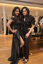 Zoa Morani at Shivani Awasty collection launch at AZA on 16th Dec 2015 (60)_5672769d7c509.JPG