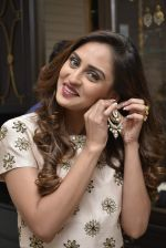 Krystle D_Souza at Payal Singhal and Moksh Jewellery preview on 17th Dec 2015 (27)_56739cd623415.JPG