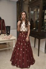 Krystle D_Souza at Payal Singhal and Moksh Jewellery preview on 17th Dec 2015 (28)_56739cd704f63.JPG