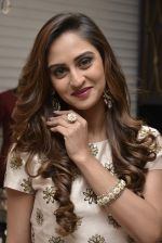 Krystle D_Souza at Payal Singhal and Moksh Jewellery preview on 17th Dec 2015 (41)_56739cdef2ad7.JPG