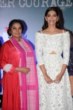 Sonam Kapoor, Shabana Azmi at Neerja film launch in Mumbai on 17th Dec 2015 (88)_56739e0fc683d.JPG