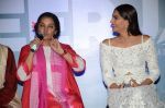 Sonam Kapoor, Shabana Azmi at Neerja film launch in Mumbai on 17th Dec 2015 (95)_56739e11e05c3.JPG