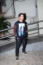 Varun Dhawan at Dilwale screening in PVR Juhu and PVR Andheri on 17th Dec 2015 (24)_5673a1c313f30.JPG