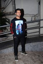 Varun Dhawan at Dilwale screening in PVR Juhu and PVR Andheri on 17th Dec 2015 (26)_5673a1c438a63.JPG