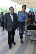 Dharmendra snapped at airport on 18th Dec 2015 (30)_56755597289a4.JPG