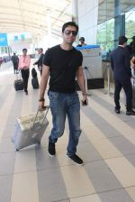 Salim Merchant snapped at airport on 18th Dec 2015