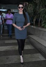 Kainaat Arora snapped at airport on 19th Dec 2015 (4)_5676958f01cbb.JPG