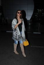 Surveen chawla snapped at airport on 19th Dec 2015 (6)_5676959aa9b1a.JPG