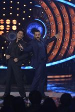salman Khan and Shahrukh Khan on the sets of big boss on 19th Dec 2015