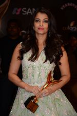 Aishwarya Rai Bachchan at the red carpet of Stardust awards on 21st Dec 2015 (1331)_567941a027f3a.JPG