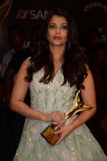 Aishwarya Rai Bachchan at the red carpet of Stardust awards on 21st Dec 2015 (1336)_567941a3a5322.JPG