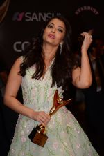Aishwarya Rai Bachchan at the red carpet of Stardust awards on 21st Dec 2015 (1338)_567941a57035a.JPG