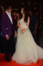 Aishwarya Rai Bachchan, Amitabh Bachchan at the red carpet of Stardust awards on 21st Dec 2015 (1387)_567941e690449.JPG