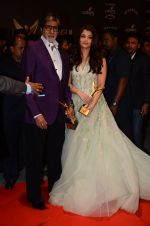 Aishwarya Rai Bachchan, Amitabh Bachchan at the red carpet of Stardust awards on 21st Dec 2015 (1391)_567941ea1239d.JPG