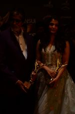 Aishwarya Rai Bachchan, Amitabh Bachchan at the red carpet of Stardust awards on 21st Dec 2015