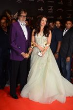 Aishwarya Rai Bachchan, Amitabh Bachchan at the red carpet of Stardust awards on 21st Dec 2015 (1407)_567941f107623.JPG
