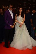 Aishwarya Rai Bachchan, Amitabh Bachchan at the red carpet of Stardust awards on 21st Dec 2015 (1409)_567941f1e4f72.JPG