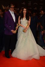 Aishwarya Rai Bachchan, Amitabh Bachchan at the red carpet of Stardust awards on 21st Dec 2015 (1411)_567941f2c39bc.JPG