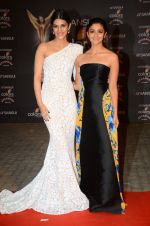 Alia Bhatt, Kriti Sanon at the red carpet of Stardust awards on 21st Dec 2015