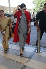 Deepika Padukone snapped at airport on 21st Dec 2015