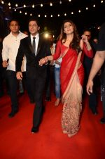 Kajol, Shahrukh Khan at the red carpet of Stardust awards on 21st Dec 2015