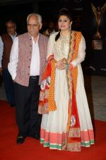 Kiran Juneja, Ramesh Sippy at the red carpet of Stardust awards on 21st Dec 2015 (950)_56795281be0b2.JPG