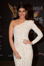 Kriti Sanon at the red carpet of Stardust awards on 21st Dec 2015
