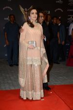 Nita Ambani at the red carpet of Stardust awards on 21st Dec 2015
