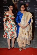 Sanah Kapoor, Supriya Pathak at the red carpet of Stardust awards on 21st Dec 2015 (831)_5679534910ff6.JPG