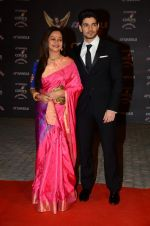 Zarina Wahab at the red carpet of Stardust awards on 21st Dec 2015 (410)_5679564ce6f7a.JPG