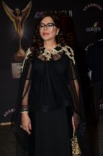 Zeenat Aman at the red carpet of Stardust awards on 21st Dec 2015 (808)_567940d9820d9.JPG