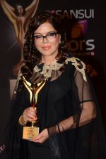 Zeenat Aman at the red carpet of Stardust awards on 21st Dec 2015 (1212)_567953d291057.JPG
