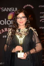 Zeenat Aman at the red carpet of Stardust awards on 21st Dec 2015 (1217)_567953d7c0f39.JPG