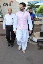 Abhishek Bachchan snapped at airport on 22nd Dec 2015 (16)_567a531acfe8f.JPG