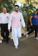 Abhishek Bachchan snapped at airport on 22nd Dec 2015 (19)_567a531f2646d.JPG