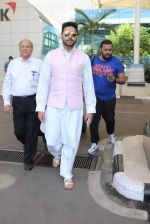 Abhishek Bachchan snapped at airport on 22nd Dec 2015 (21)_567a53212275e.JPG