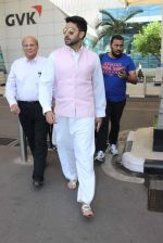 Abhishek Bachchan snapped at airport on 22nd Dec 2015 (24)_567a5323c98ca.JPG
