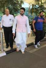 Abhishek Bachchan snapped at airport on 22nd Dec 2015